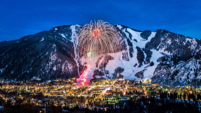 Winter skol Fireworks over Aspen Mountain